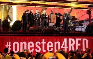 Bruce Springsteen e Chris Martin com o U2 em evento surpresa em Nova York - Foto: Divulgação Bruce Springsteen