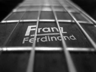 Guitarra com o logo do Franz Ferdinand - Foto: Divulgação