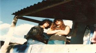 """Jairo Guedes e Andreas Kisser em foto antiga, no documentário """"Sepultura Endurance"""" - Foto: Divulgação"""