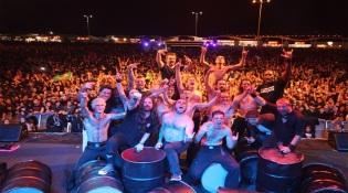 """Sepultura e Tambour du Bronx no documentário """"Sepultura Endurance"""" - Foto: Divulgação"""