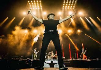 Brian Johnson com Muse na Inglaterra - Foto: Divulgação/Muse