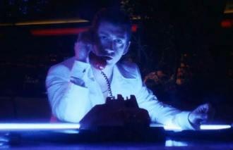 """Arctic Monkeys - Reprodução de cena do clipe de """"Tranquility Base Hotel & Casino"""""""